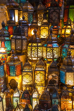 EG01467 Lanterns for sale in a shop in the Khan el-Khalili bazaar (Souk), Cairo, Egypt
