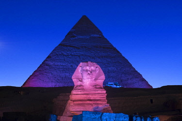 EG01503 Pyramid of Khafre (Chephren) and the Sphinx at night, Giza, Cairo, Egypt