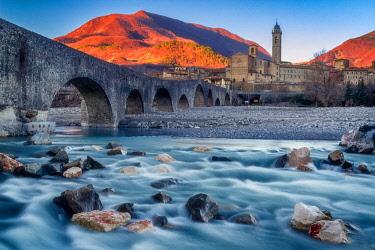 CLKGP46026 Devil Bridge in Bobbio, Trebbia Valley, Piacenza, Emilia Romagna, Italy
