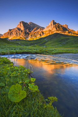 CLKLG36986 Italy, Piedmont, Cuneo District, Ellero Valley - sunrise at Marchisa plain