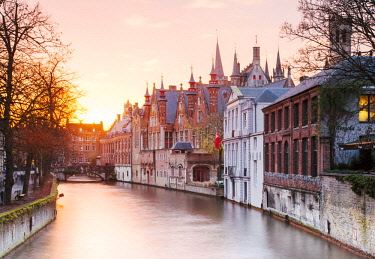 BEL1552 Belgium. Flanders. Bruges. Houses overlooking a canal at the historical centre.