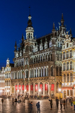 BEL1576AW Night view of Maison du Roi building, Grand Place, Brussels, Belgium