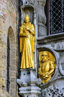 BEL1606AW Detail of the facade of Holy Blood Basilica (Heilig Bloedbasiliek), Burg, Bruges, West Flanders, Belgium