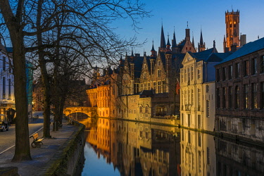 BEL1615AW Picturesque blue hour view over Dijver canal with Belfort tower in the background, Bruges, West Flanders, Belgium