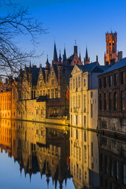 BEL1616AW Picturesque blue hour view over Dijver canal with Belfort tower in the background, Bruges, West Flanders, Belgium