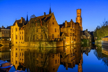 BEL1617AW Dijver canal with Belfort medieval tower in the background, Bruges, West Flanders, Belgium