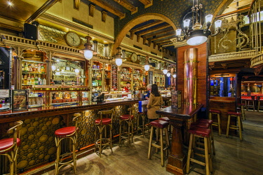 SPA7197AW Historic bar in the Gothic Quarter or Barrio Gotico, Barcelona, Catalonia, Spain