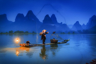 CH11315AW China, Guangxi province, Xingping village along River Li. Traditional cormorant fisherman by night on the Li river