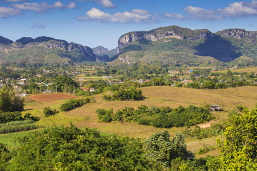 CB155RF Cuba, Pinar del Río Province, Vinales, view of Vinales valley