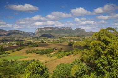 CB02668 Cuba, Pinar del Río Province, Vinales, view of Vinales valley