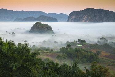 CB02689 Cuba, Pinar del Río Province, Vinales, View of Vinales valley