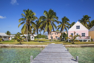 BA01320 Bahamas, Abaco Islands, Green Turtle Cay, New Plymouth, Oceanfront wooden houses