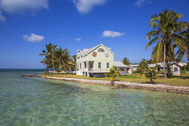 BA01321 Bahamas, Abaco Islands, Green Turtle Cay, New Plymouth, Oceanfront wooden houses