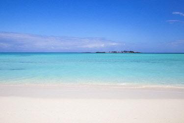BA01327 Bahamas, Abaco Islands, Green Turtle Cay, New Plymouth, Gillam Bay Beach
