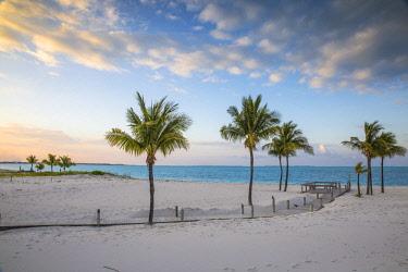 BA01330 Bahamas, Abaco Islands, Great Abaco, Beach at Treasure Cay