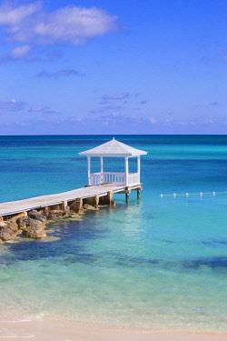 BA01344 Caribbean, Bahamas, Providence Island, Jetty