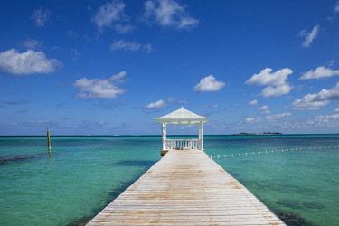 BA01346 Caribbean, Bahamas, Providence Island, Jetty