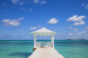 BA01347 Caribbean, Bahamas, Providence Island, Jetty