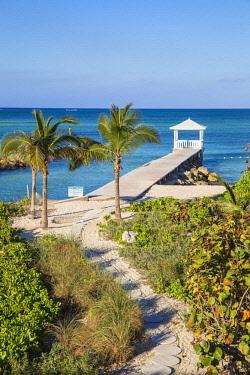 BA01364 Caribbean, Bahamas, Providence Island, Jetty