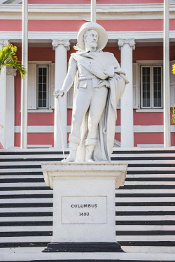 BA01415 Caribbean, Bahamas, Providence Island, Nassau, Mount Fitzwilliam, Statue of Christopher Columbus at Government House, the official residence of the Governor General of the Bahamas