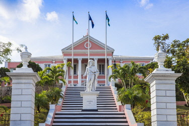 BA01418 Caribbean, Bahamas, Providence Island, Nassau, Mount Fitzwilliam, Statue of Christopher Columbus at Government House, the official residence of the Governor General of the Bahamas