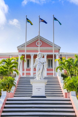 BA01419 Caribbean, Bahamas, Providence Island, Nassau, Mount Fitzwilliam, Statue of Christopher Columbus at Government House, the official residence of the Governor General of the Bahamas