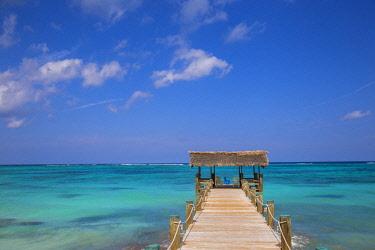 BA01429 Caribbean, Bahamas, Providence Island, Pier