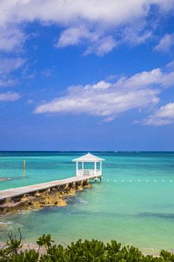 BA01432 Caribbean, Bahamas, Providence Island, Jetty