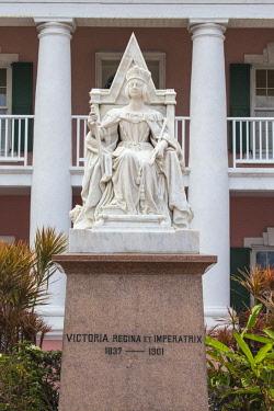 BA01436 Caribbean, Bahamas, Providence Island, Nassau, Parliament Square, Parliament House, Queen Victoria's Statue
