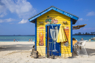 BA01442 Caribbean, Bahamas, Providence Island, Nassau, Junkanoo beach, Colourful wooden hut serving Bahamian food and drink
