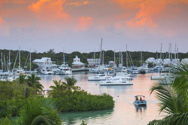 BA01243 Bahamas, Abaco Islands, Elbow Cay, Hope Town, Hope Town Inn & Marina