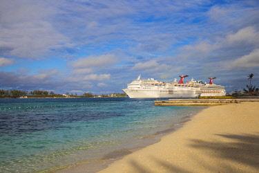 BA01154 Caribbean, Bahamas, Providence Island, Nassau, View of Cruise ships from Junkanoo beach