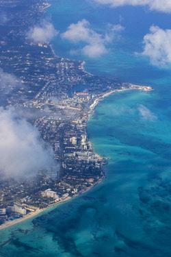 BA01156 Caribbean, Bahamas, Providence Island, Nassau, View of Cable beach