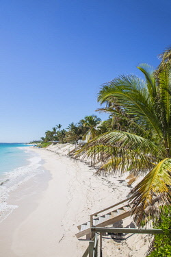 BA01162 Bahamas, Abaco Islands, Elbow Cay, Hope Town, Hope Town beach