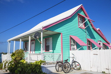 BA01310 Bahamas, Abaco Islands, Green Turtle Cay, House in New Plymouth