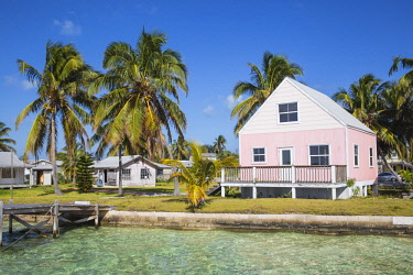 BA01319 Bahamas, Abaco Islands, Green Turtle Cay, New Plymouth, Oceanfront wooden houses