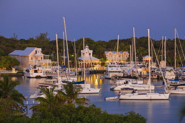 BA01191 Bahamas, Abaco Islands, Elbow Cay, Hope Town, View of Hope Town Inn & Marina