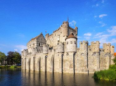 BEL1653AW Belgum, Vlaanderen (Flanders), Ghent (Gent). Het Gravensteen castle on the Leie River.