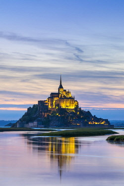 FRA9594AW France, Normandy (Normandie), Manche department, Le Mont-Saint-Michel at sunset.