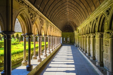 FRA9607AW France, Normandy (Normandie), Manche department, Le Mont-Saint-Miichel. Cloister of Abbaye du Mont-Saint-Michel, UNESCO World Heritage Site.