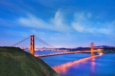 USA12513AW Illuminated Golden Gate bridge, San Francisco, California, USA