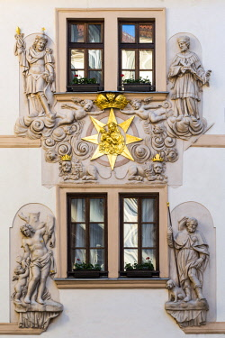 CZE1768AW Detail of the decorated facade of Hotel U Zlate Studny in Stare Mesto district (Old Town), Prague, Bohemia, Czech Republic