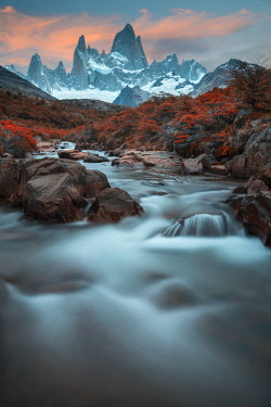 ARG2374AW South America, Argentina, Patagonia, Los Glaciares National Park, Andes mountains and Mount Fitz Roy