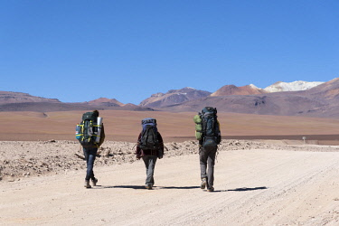 BOL8632AW South America, Andes, Altiplano, Bolivia, Backpackers crossing Chile Bolivia border