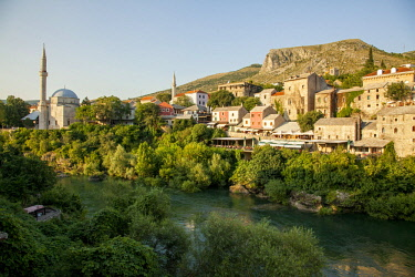 BOS1039 Looking across the River Neretva to the Old Town of Mostar, Bosnia and Herzegovina
