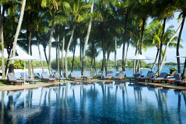 MTS0055 The swimming pool at Shangri-La's Le Touessrok Hotel & Spa, Mauritius