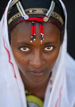HMS2238080 Kenya, Chalbi Desert, Kalacha, gabbra tribe woman with traditional headgear