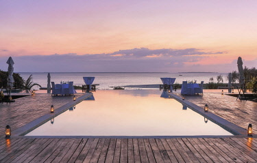 HMS2684863 Tanzania, Zanzibar, Kendwa, Kilindi Hotel, romantic atmosphere of a table set for dinner poolside in a luxury hotel