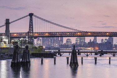 US924RF USA, New York, New York City, Brooklyn-Williamsburg, Williamsburg Bridge, late afternoon