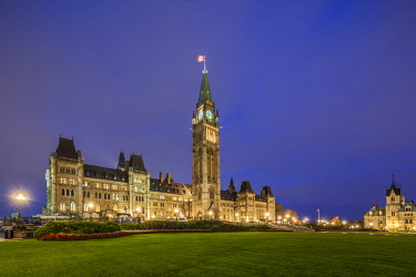CA03245 Canada, Ontario, Ottowa, capital of Canada, Canadian Parliament Building, dusk